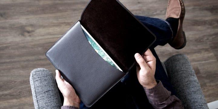 Läpällinen iPad 10.5 suoja - Luonnollinen - Sileä nahka