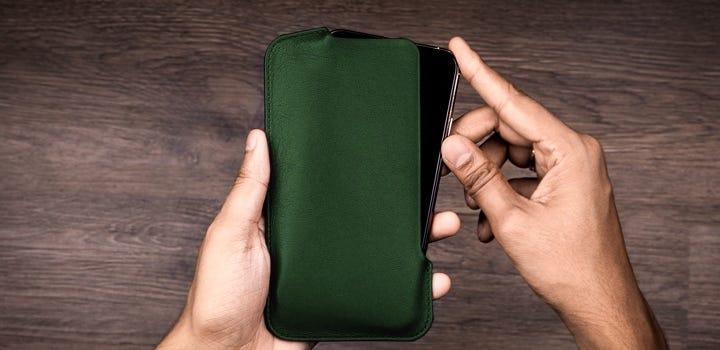 iPhone 11 Pro Max -suoja - Tummanvihreä - Sileä nahka