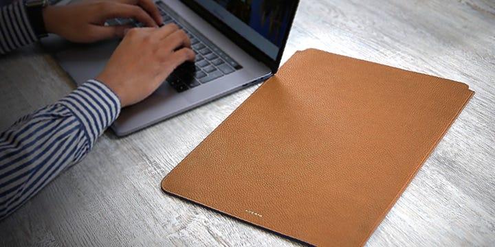 "MacBook Pro 16"" suojakotelo - Kellanruskea - Pintanahka"
