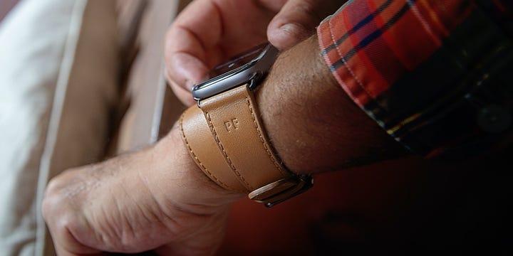 Apple Watch Series 5 kaksoisranneke - (44 mm) - Luonnollinen - Sileä nahka