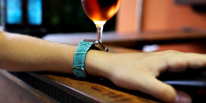 Apple Watch Series 5 kellonranneke - (40 mm) - Turkoosi - Krokotyylinen vasikannahka